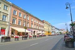 Warszawa, Polska Dekoracyjni kwiatów łóżka na Novy pacnięcia ulicie w letnim dniu Zdjęcia Stock