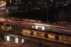 Warszawa, Polska 6K ruchu drogowego czasu upływu wieczór noc zdjęcie wideo