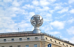 Warszawa, Polska Kula ziemska model na budynku dachu Obraz Royalty Free