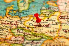 Warszawa, Polska przyczepiał na rocznik mapie Europa Zdjęcie Royalty Free