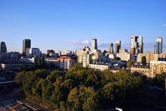 Warszawa, Polska 11 2016 Sierpień Widok nowożytni drapacze chmur w centrum miasta Warszawska linia horyzontu Obraz Stock