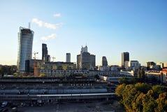 Warszawa, Polska 11 2016 Sierpień Widok nowożytni drapacze chmur w centrum miasta Warszawska linia horyzontu Zdjęcie Royalty Free