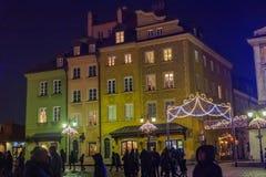 WARSZAWA POLSKA, STYCZEŃ, - 01, 2016: Pelikana ` s tenement dom przy nowego roku ` s nocą Obrazy Stock