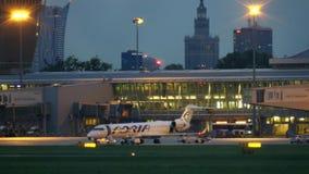 WARSZAWA POLSKA, WRZESIEŃ, - 14, 2017 Adria Airways handlowy samolot przy międzynarodowym Chopinowskim lotniskowym terminal przy zbiory wideo