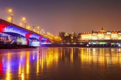 Warszawacityscape på natten arkivfoto