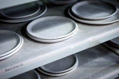 Warsztatowa produkcja ceramiczny tableware kończył - produkty zdjęcia royalty free