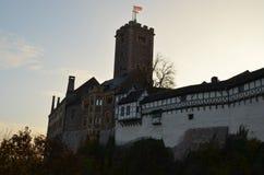 Wartburg kasztel, Niemcy, z ścianą, wierza i drzewami, zdjęcia stock