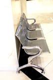 Wartebereich leer mit Stühlen Stockfotos