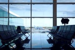 Wartehalle des leeren Flughafens Stockfotografie