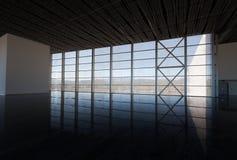 Wartehalle mit Fenster Stockbild