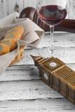 Wartemittagessen mit Rotwein Stockbilder