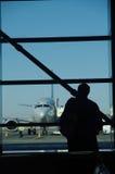 Warten auf den Flug Stockfotos