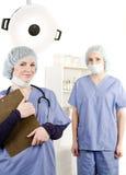 Warten Sie und behandeln Sie im Krankenhausraum Stockfotografie