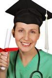 Wartender Absolvent mit Diplom Stockfoto