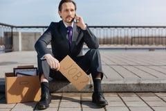 Warteneue freie Stellen des arbeitslosen Mannes Stockbilder