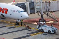Wartepassagiere thailändischer Lion Air-Flugzeuge bei Don Muang Inter Stockbilder