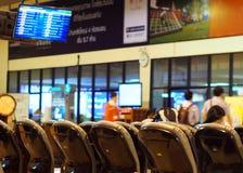 Wartesitze des leeren Passagiers im Aufenthaltsraum nach Abfertigung Stockfoto