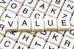 Wartość teksta słowa crossword Abecadło list blokuje gemowego tekstury tło Biali abecadłowi sześcianów bloków listy dalej Zdjęcie Stock