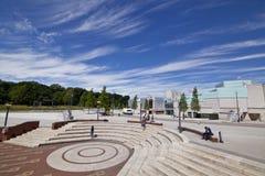 Warwick Arts Centre und Quadrat vor dem Studentenverband-Gebäude Lizenzfreie Stockfotos