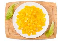 warzywa białe tło Dzwonkowy pieprz, zielenie, tnąca deska, talerz na białym tle Zdjęcie Stock