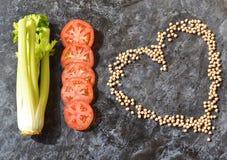 Warzywa dieta Seler, pomidor, kierowi zboży chickpeas zdjęcie stock