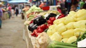 Warzywa dla sprzedaży przy rynkiem zdjęcie wideo