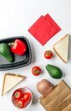 Warzywa i chleb na białym biurka tła odgórnego widoku egzaminie próbnym Zdjęcie Royalty Free