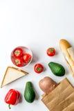 Warzywa i chleb na białym biurka tła odgórnego widoku egzaminie próbnym Fotografia Royalty Free