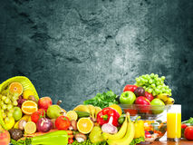 Warzywa i owoc nad zmrok ściany tłem Obraz Royalty Free