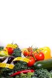 Warzywa i pomiarowa taśma, diety pojęcie Fotografia Royalty Free