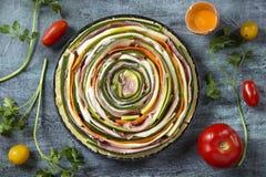 Warzywa i prosciutto kulebiak obrazy stock