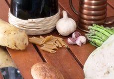 Warzywa, makaron i wino, Obrazy Stock
