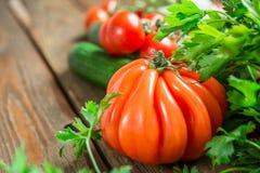 Warzywa na drewnianym tle Zdjęcia Stock