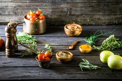 Warzywa na drewnie zdjęcia royalty free