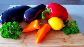 Warzywa na plateau obrazy stock