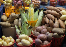 Warzywa na pokazie w rolnika rynku Zdjęcie Royalty Free