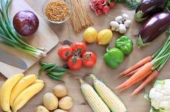 Warzywa na stołowym odgórnym widoku Obrazy Royalty Free