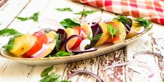 Warzywa sałatkowi na stole Zdjęcia Stock