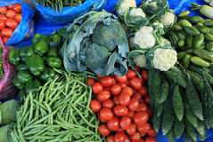 warzywa sprzedaje przy ulica sklepem Fotografia Royalty Free