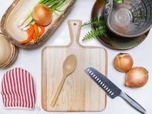 Warzywa ustawiający na bielu stole Zdjęcia Royalty Free