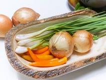Warzywa ustawiający na bielu stole Fotografia Royalty Free