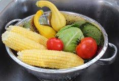 Warzywa w colander Zdjęcie Royalty Free
