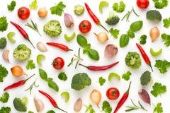 Warzywo i pikantność odizolowywający na białym tle, odgórny widok Tapetowy abstrakcjonistyczny skład warzywa obraz royalty free