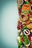 Warzywo owoc pikantność w jedzeniu i ziarna graniczą zdjęcia royalty free