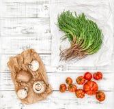 Warzywo pomidor rozrasta się agretti drewnianego kuchennego stół Obrazy Royalty Free