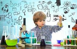 Was in der Chemie unterrichtet wird Mein Chemieexperiment Hausunterricht Junior-Jahr-Chemie lizenzfreie stockfotografie