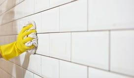 Was van witte tegels na wederopbouw van de keuken Stock Fotografie