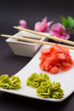 Wasabi de Gimger et bâtons en bambou Photo stock