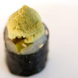 Wasabi fou sur le roulis de sushi Photographie stock libre de droits