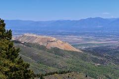 Wasatch前面落矶山全景从Oquirrh山的, Kennecott里约Tinto铜矿、犹他湖和Grea 库存图片
